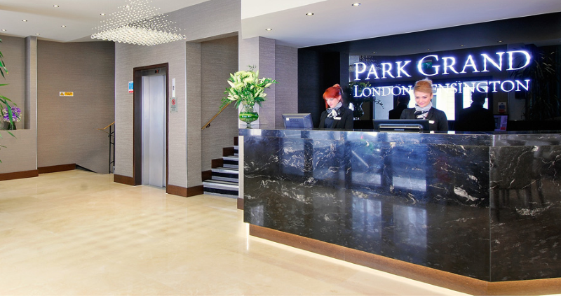 Oxford Hotel in SW5 London   Cheap Earls Court Hotels